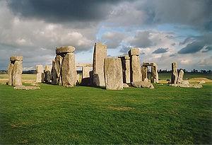 300px-stonehenge_back_wide