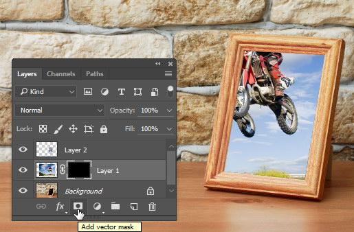 Manipulasi foto keluar bingkai.