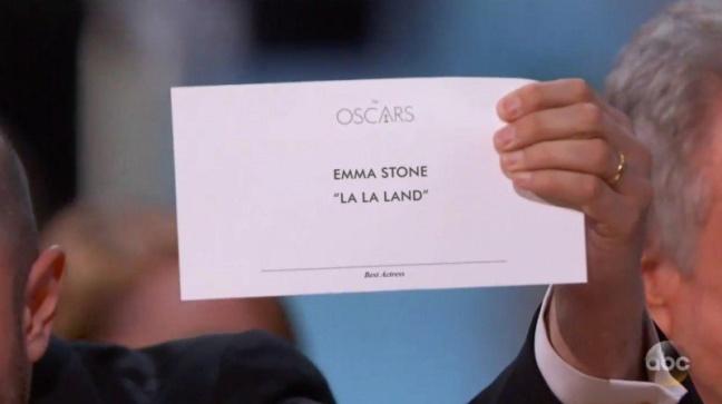 Kartu pemenang Oscar asli, tanpa kontras.